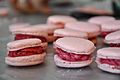 Macarons ai frutti rossi (5256101578).jpg