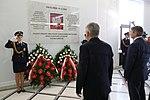 Marszałkowie Sejmu i Senatu składają wieńce pod tablicą ku czci Ofiar Tragedii Smoleńskiej.jpg