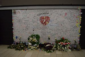 Maalbeek/Maelbeek metro station - Memorial wall after the attacks