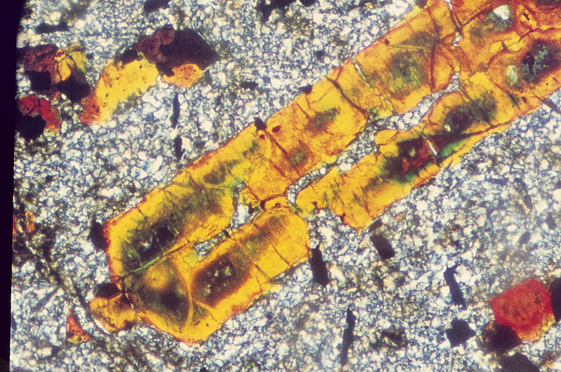 File:Microscopic photo of bauxite. C 023.jpg