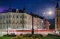 Miethaus Claudiaplatz 2, Innsbruck, with full moon.jpg