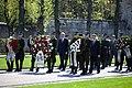 Ministru prezidents Valdis Dombrovskis piedalās svinīgajā vainagu nolikšanas ceremonijā Rīgas Brāļu kapos, atzīmējot Nacisma sagrāves dienu un pieminot Otrajā pasaules karā bojāgājušos (7157171120).jpg