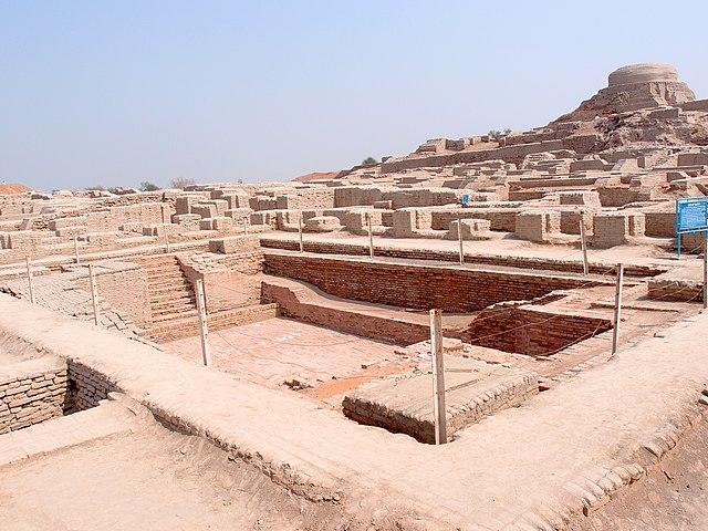 http://upload.wikimedia.org/wikipedia/commons/thumb/2/2b/Mohenjo-daro.jpg/640px-Mohenjo-daro.jpg