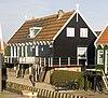 foto van Houten huis onder een dak met de nummers 8 en 9