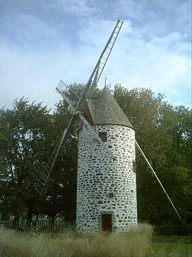 Une photo du moulin pointe-aux-trembles, rue notre-dame est