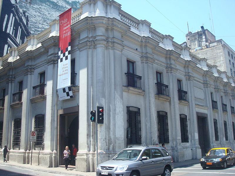 Museu Chileno de Arte Precolombino com crianças
