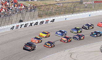 2007 NASCAR Nextel Cup Series - The pace car leading the field at Texas