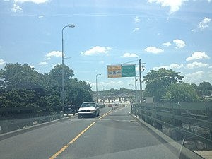 New Jersey Route 413 - Route 413 eastbound approaching westbound Burlington-Bristol Bridge toll plaza