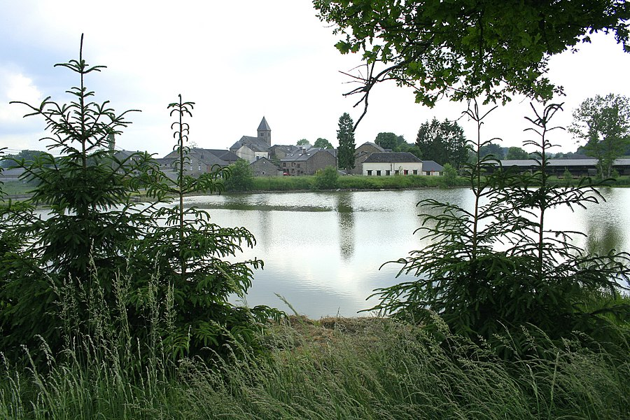 Naomé   (Belgium),  the pond of the village.