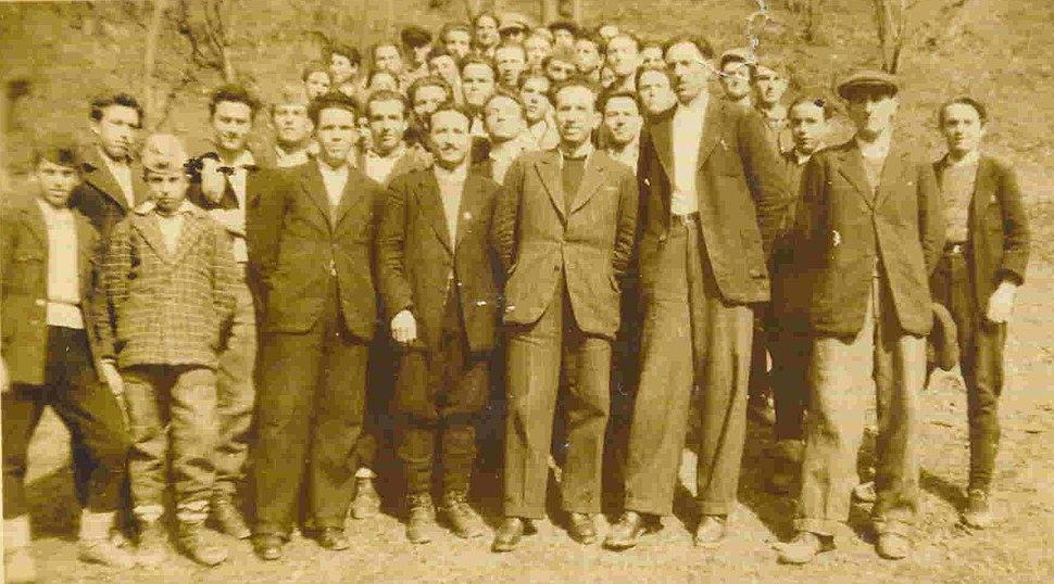 Nastavnici i učenici Gradjevinske škole u Crnoj Travi 1950