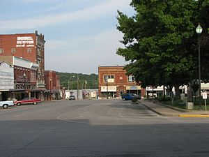 Neosho, Missouri - View of Neosho's town square. The building directly opposite was the site of the provisional Confederate state capitol building.