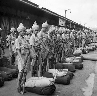 Indian troops on the quayside at Singapore, November 1941 Newly-arrived Indian troops.jpg