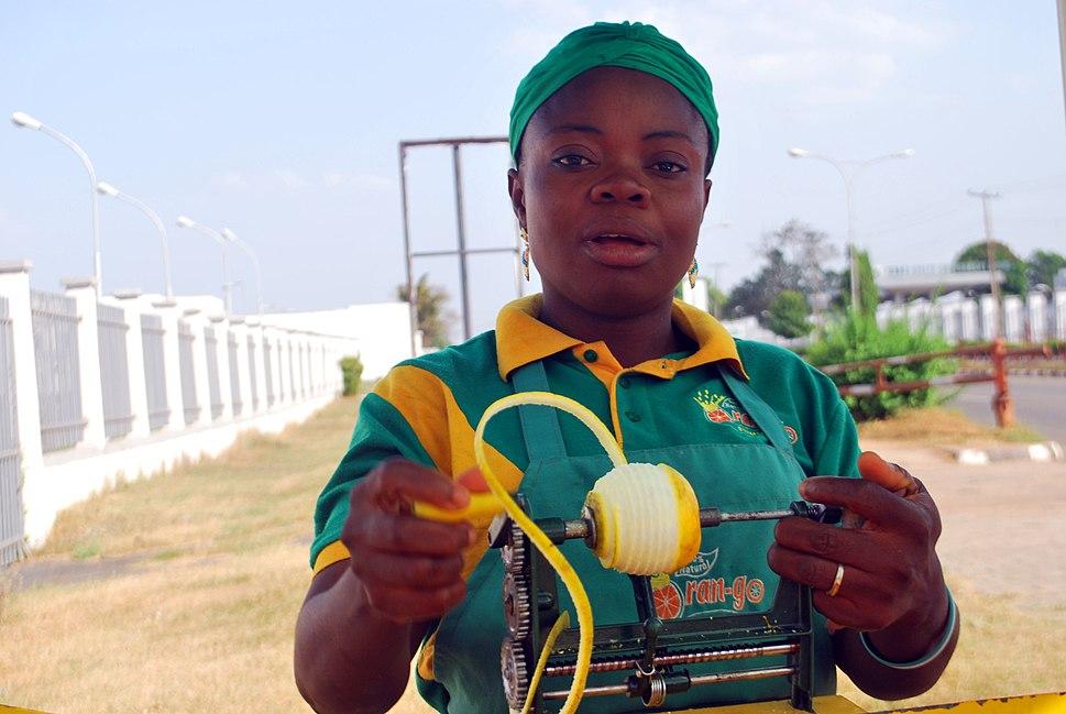 Nigerian Orange seller (2)