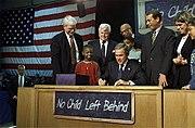 George W. Bush signant la loi «no child left behind», 8 janvier 2002, Hamilton, Ohio