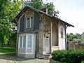 Nointel (95), pavillon de garde du château, XVIIe ou XVIIIe siècle, rue des Bohémies.jpg