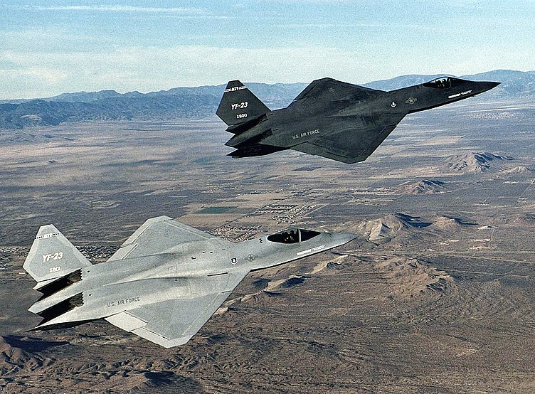 AVIONES FURTIVOS 752px-Northrop_YF-23_DFRC