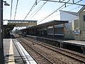Odakyu-enoshima-line-Hon-kugenuma-station-platform-20110404.jpg