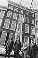 Opening Aruba Huis in Den Haag . Voor het Aruba Huis N. Oduber , Betico Croe, Bestanddeelnr 932-0695.jpg