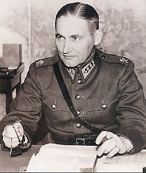 Sam Browne belt - Lieutenant-General Hugo Österman, a Finnish general wearing the Sam Browne belt during World War II