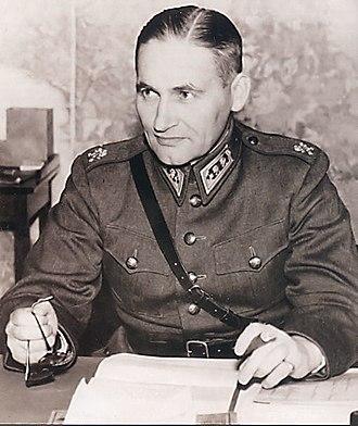 Sam Browne belt - Lieutenant-General Hugo Österman, a Finnish general wearing the Sam Browne belt during World War II