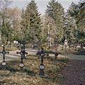 Overzicht van de kloosterbegraafplaats met uniforme gietijzeren kruisen - Simpelveld - 20329783 - RCE.jpg