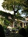 Palazzo dei cartelloni, giardino 00.JPG