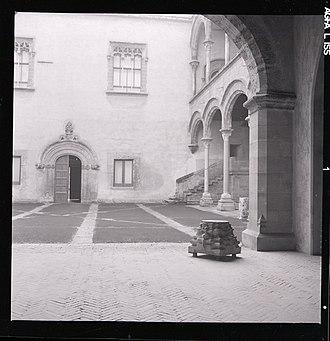 Palazzo Abatellis - Atrium of the palace, photo by Paolo Monti, 1961
