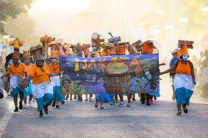 Parade carnavalesque du dimanche à Cayenne, défilé du groupe Ijakata.jpg