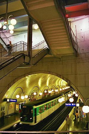 Cité (Paris Métro) - Image: Paris metrostation