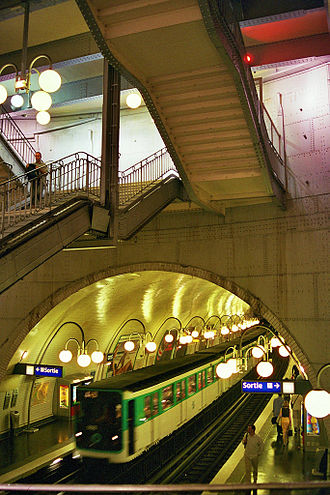 Cité (Paris Métro) - Image: Paris metrostation