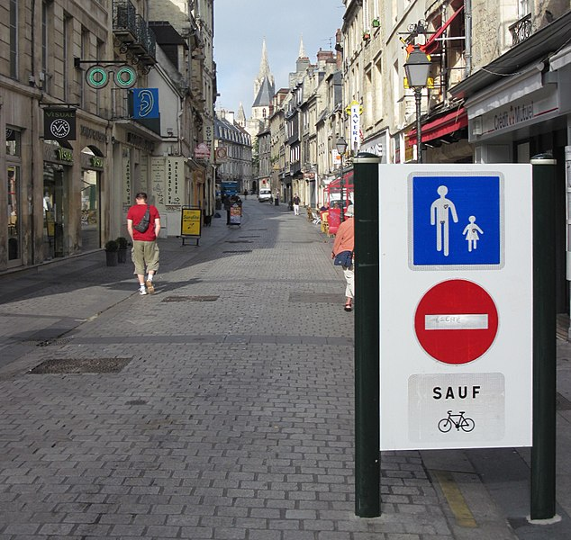 File:Pedestrian zone cycle access Caen.jpg