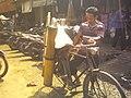 Penjual Legen Pasr Sumpiuh, Banyumas.jpg
