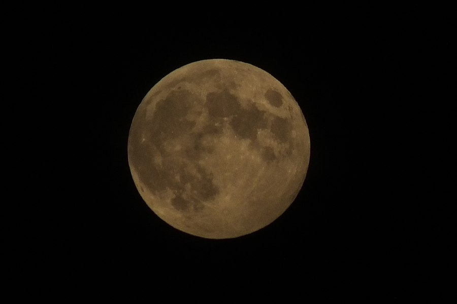 Penumbral lunar eclipse 05.06.2020 in Moscow (02).jpg