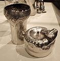 Perù, chimù, contenitore doppio con forma canina, XIV-XV sec, argento sbalzato.JPG