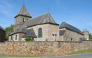 Courrière - Petit-Courrière: St Quentin's church, next to the ferme-château
