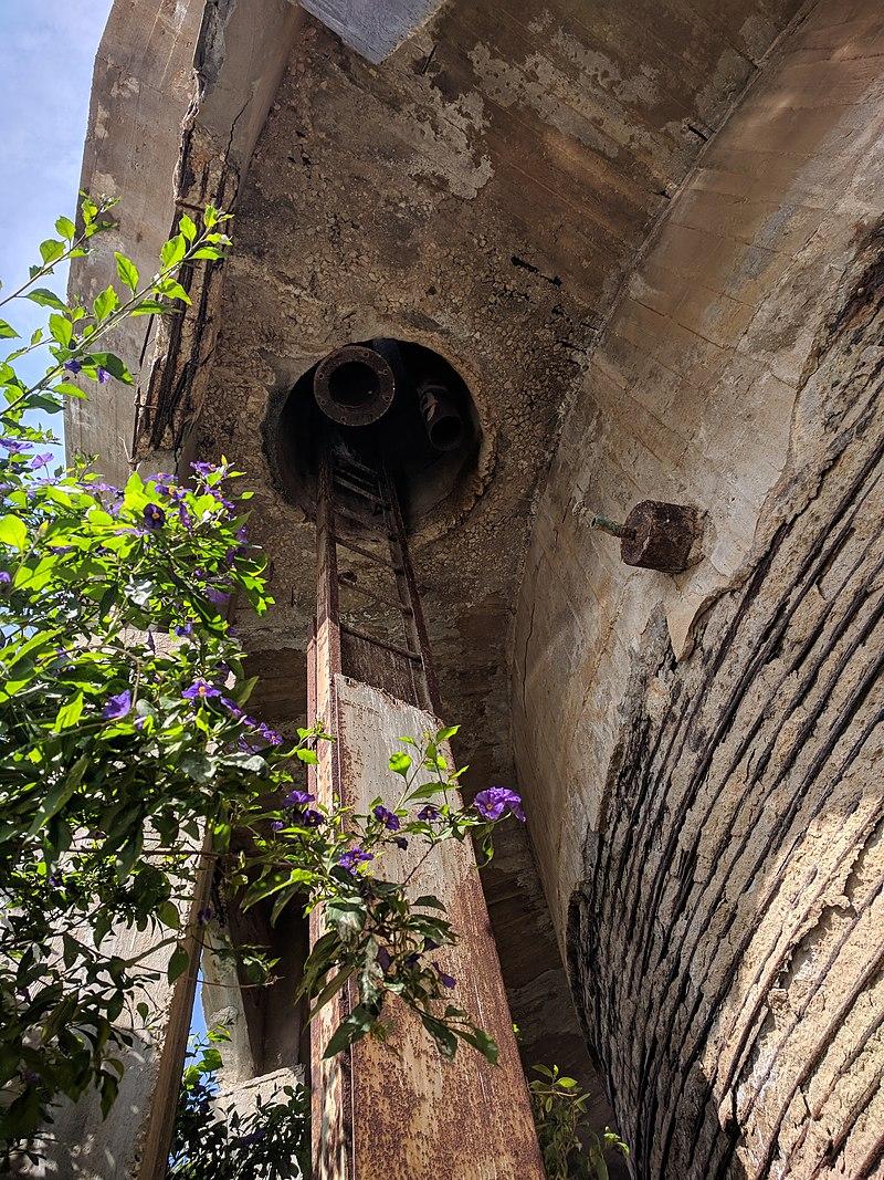 מגדל המים בבאר טוביה - הצינור והסולם