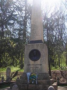 Памятник на могилку Лермонтов Эконом памятник с резным крестиком в углу Заволжье
