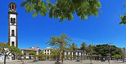 Plaza de la Iglesia Santa Cruz 01