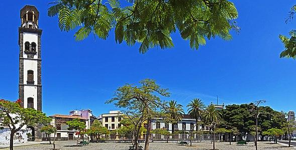 Plaza de la Iglesia Santa Cruz 01.jpg