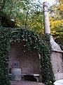 Pod Bruskou, fontána s lucernami.jpg