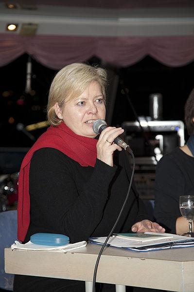 File:Podiumsdiskussion am 3. Dezember 2011 in Bonn zur Lage in Afghanistan - Gesine Lötzsch (1).jpg