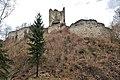Poertschach Burgruine Leonstein suedliche Schildmauer mit Bergfried 24032014 888.jpg