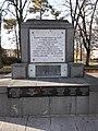 Pomník obětem válek v Městských sadech ve Františkových Lázních.jpg