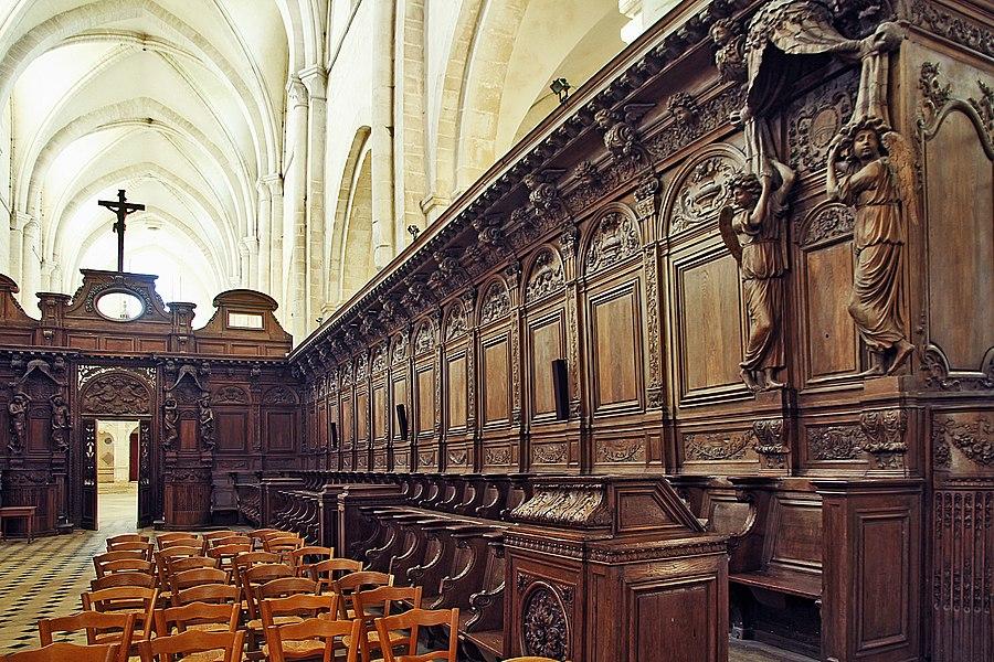 Stalles dans l'abbatiale de Pontigny