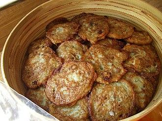 Belarusian cuisine - Draniki in a traditional crockery dish.