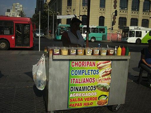 """Puesto callejero de Completos (""""hot dogs)"""