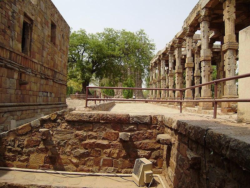 File:Qutub minar, Delhi - panoramio (4).jpg
