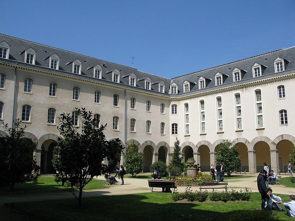 Rennes - Université Rennes 1 - cloitre faculté d'économie