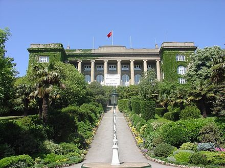 Established in 1863, Robert College has been an American boarding school since its higher education section became Boğaziçi University in 1971. RobertCollegeGouldHall1.jpg
