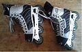 Rollers in line hockey-bistro frwiki.jpg